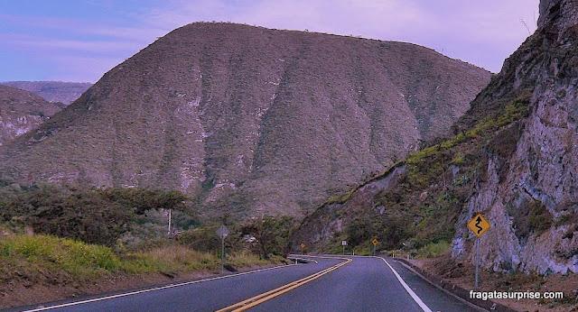 Estrada entre Quito e Otavalo, Equador
