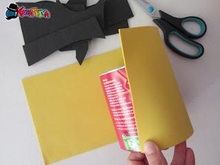 ritaglia il fommy per rivestire il tubo di cartone o il barattolo in tetrapak