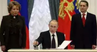 Russia's  President Vladimir Putin has  stated that he is still open to talks with Ukrain's President Pyotr Poroshenko over the ships and 24 sailors it captured last Sunday.