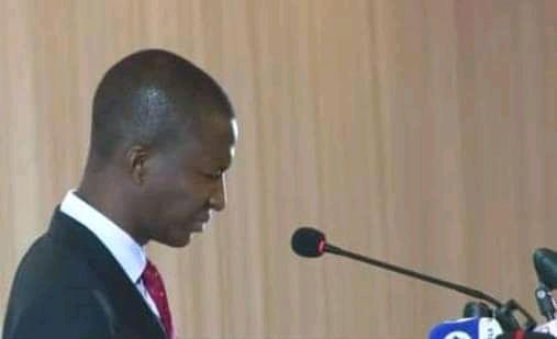 Video: EFCC Boss Bawa Yafadi sumamme ana tsakiyar taro a fadar shugaban kasa