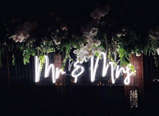 """Wedding neon sign """"Mr & Mrs"""""""
