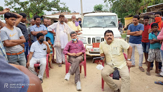 The villagers held the executive engineer hostage for the delay in road construction work. Subit pathak