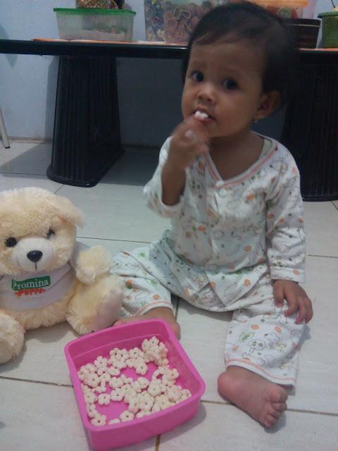 zia makan finger snack promina puffs