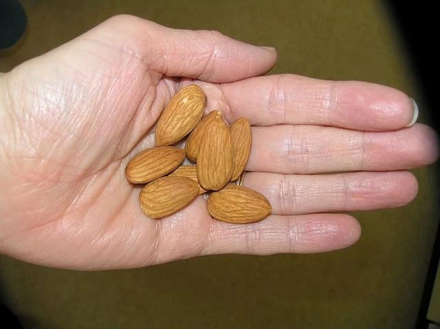 बादाम( Almond ) खाने का सही तरीका आपको मालूम होना ही चाहिए ? : Wet Gain Easy from Almond