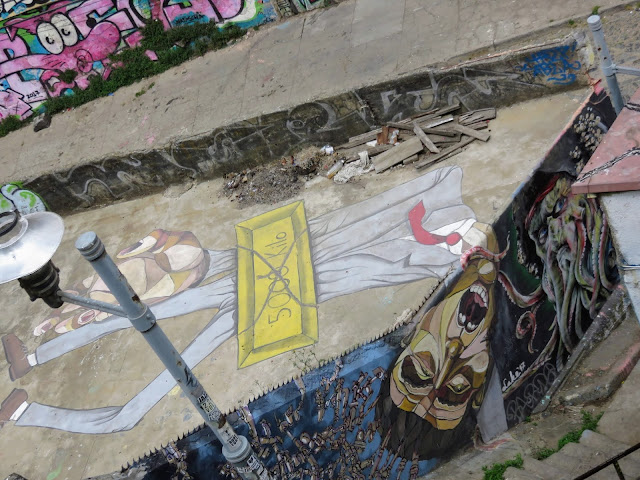 Valparaíso Street Art: Man in suit on a roof viewed from above