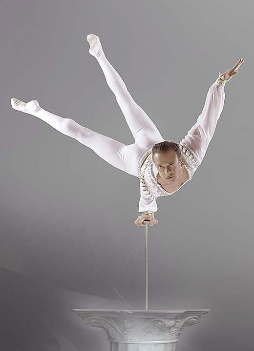 Sirkusteltta: 2020 • Oleg Izossimov • Hand balancer