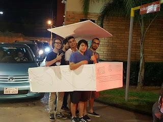 Paraguayos van al Auto Mac intentando hacer pasar un pedazo de cartón por un carro
