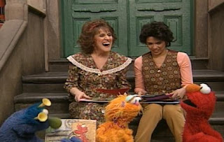 Maria, Zoe, Honker and Ruthie decide to give their pictures back to Elmo. Sesame Street The Best of Elmo