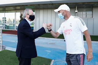 El Presidente madridista con el equipo antes de enfrentar al City