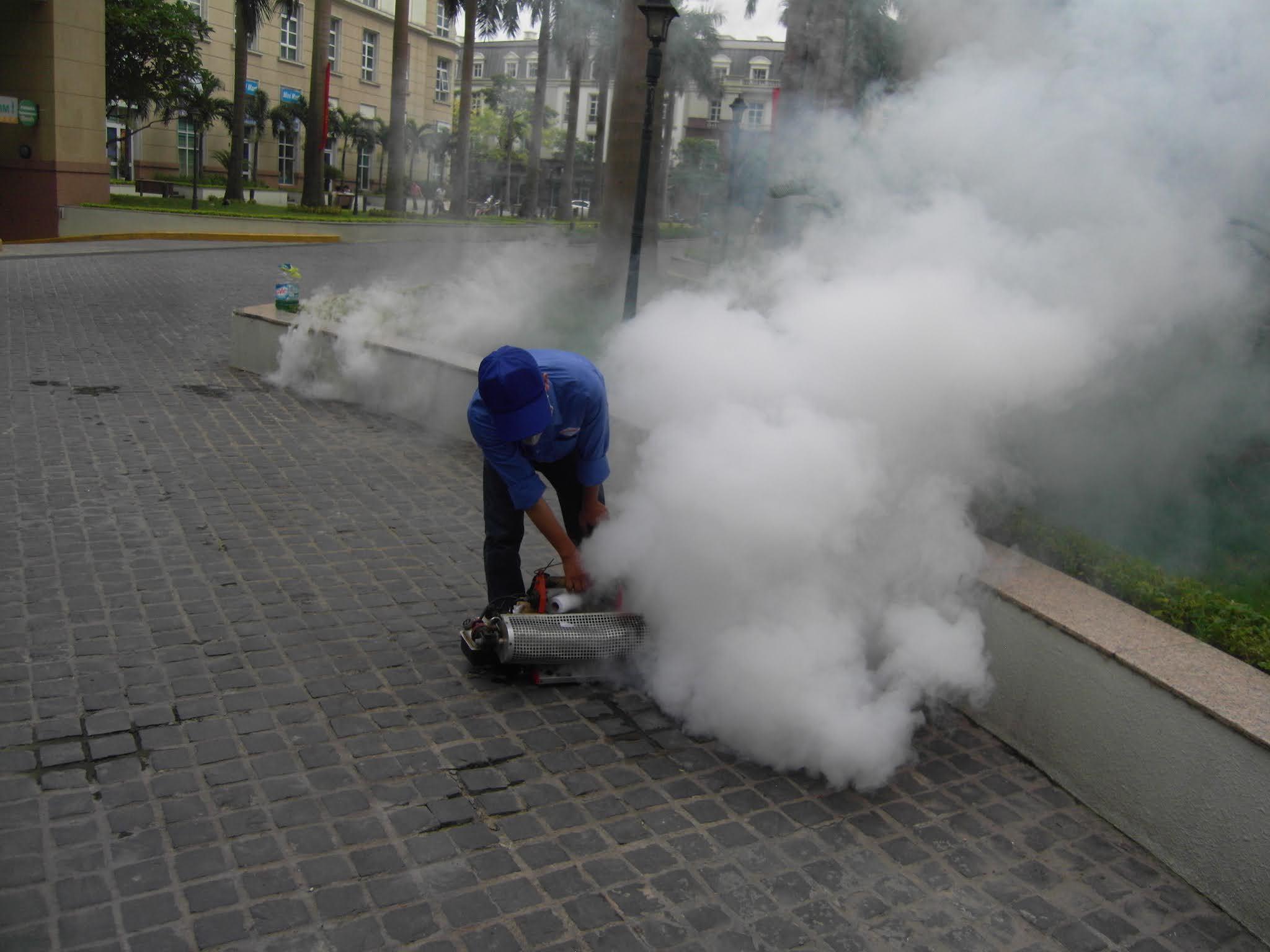 Phun muỗi tại Hà Đông