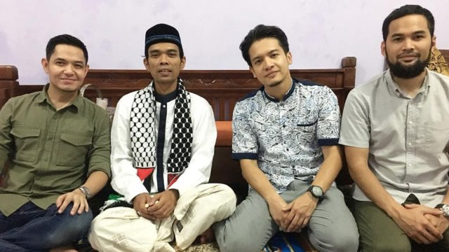 Ustadz Abdul SOmad dan Para Artis Hijrah