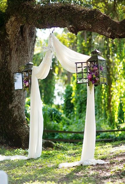 Decora el altar de tu boda de manera muy especial - Foto: www.brides.com