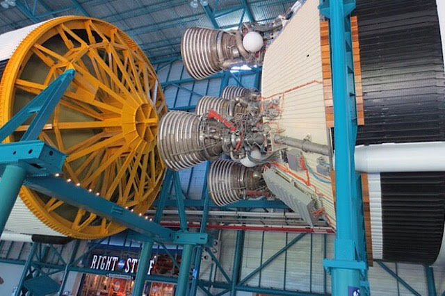 """""""La fusée Saturn V"""""""
