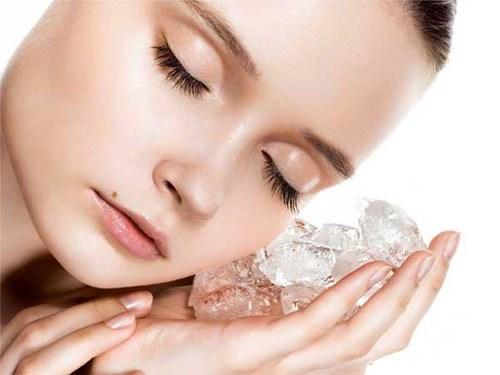 Những mẹo hay làm đẹp da với đá lạnh