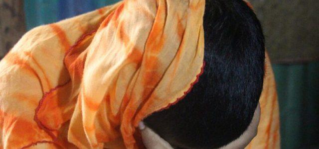 উচ্চ শিক্ষা নেয়ায় ভোলার বোরহানউদ্দিনে স্ত্রীর চুল কে'টে পো'ড়া'ন স্বামী মাদ্রাসা শিক্ষক সাইফুল ইসলাম।