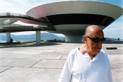 """O arquiteto Oscar Niemeyer em """"Niemeyer – A Vida É Um Sopro"""" (Foto: Divulgação/Curta!On)"""