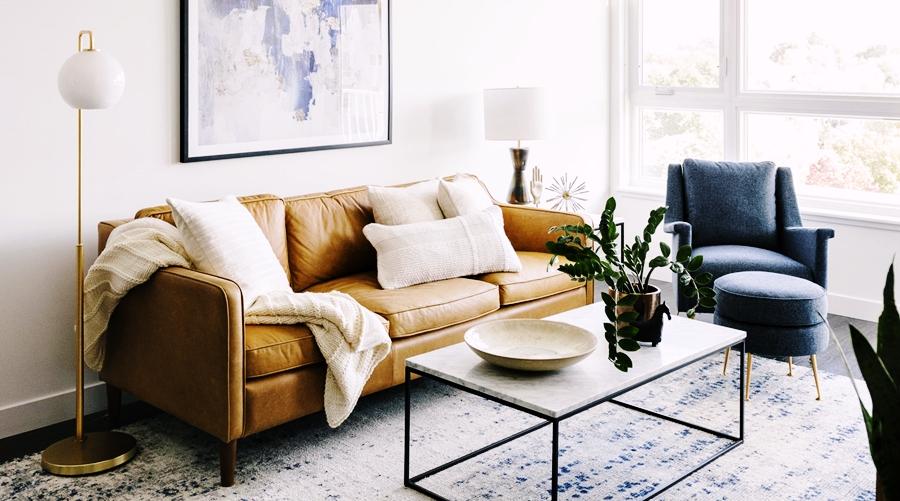 Niewielkie mieszkanie z klasą, wystrój wnętrz, wnętrza, urządzanie domu, dekoracje wnętrz, aranżacja wnętrz, inspiracje wnętrz,interior design , dom i wnętrze, aranżacja mieszkania, modne wnętrza, apartament, apartment, mieszkanie, złote dodatki, niebieskie dodatki, prostota, minimalizm,