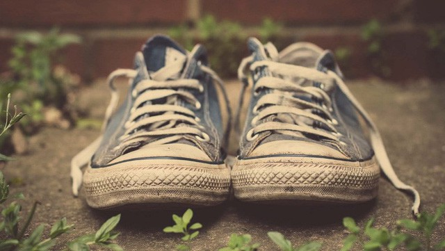 Câu chuyện từ cầu bé xin đôi giày và bài học giá trị