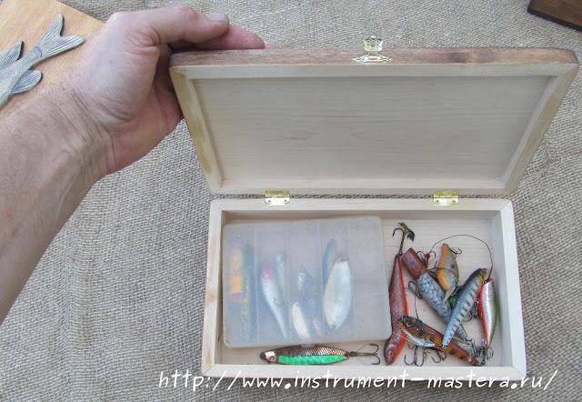 Коробка с рыболовными приманками