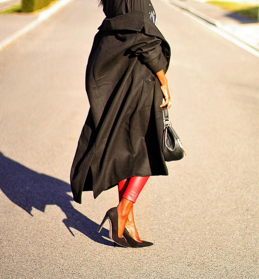 manteau-oversize-long-monki-escarpins-pointus