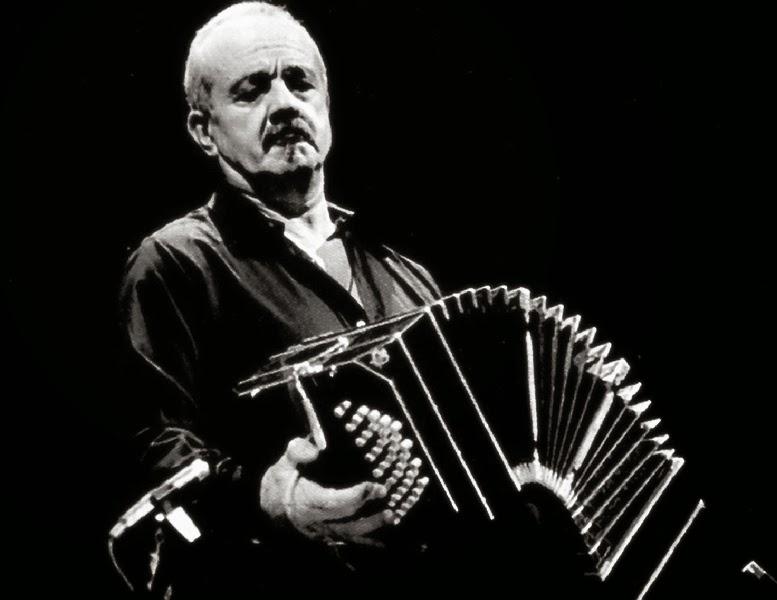 Piazzolla Tocava Bandoneon, num Quinteto que Também Tinha Baixo, Guitarra, Piano e Violino