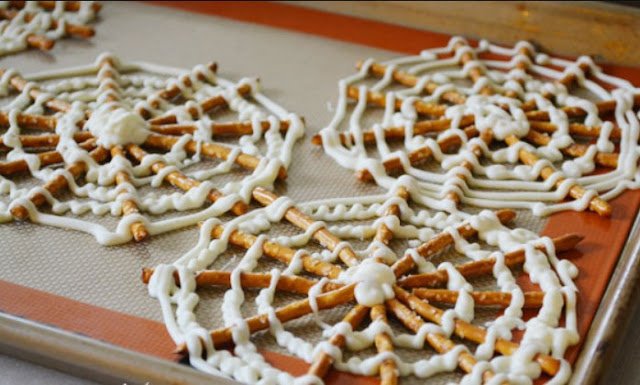 Spider Web Pretzels #desserts #party