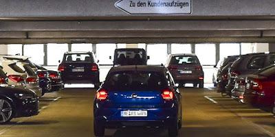 Fahrzeuge in Tiefgarage