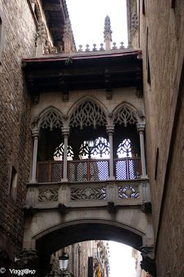 Caratteristico scorcio del quartiere gotico di Barcellona