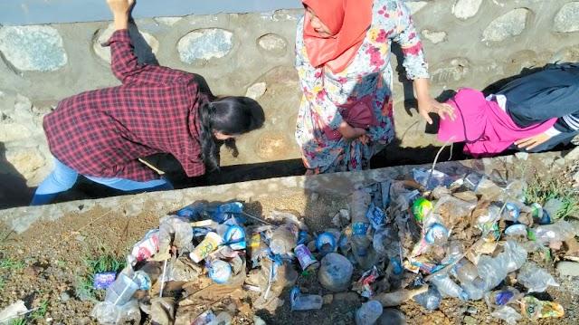 <b>BEM STKIP Bima Dukung Penuh Aksi Pembersihan Pasar dan Pantai Amahami</b>