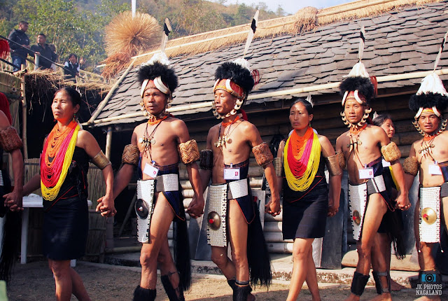khiamniungan-naga-men-women-traditional-attire-costume
