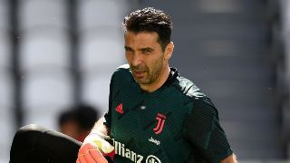 Gianluigi Buffon  Buffo breaks Serie A appearances record as Juve move seven points clear.
