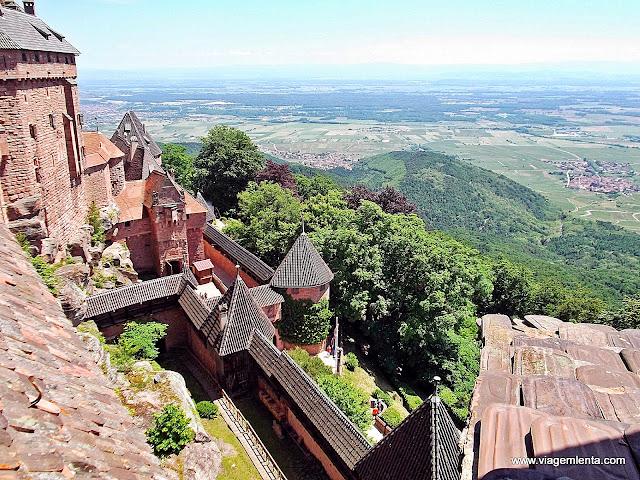 O castelo e a vista de todo o vale da Alsácia
