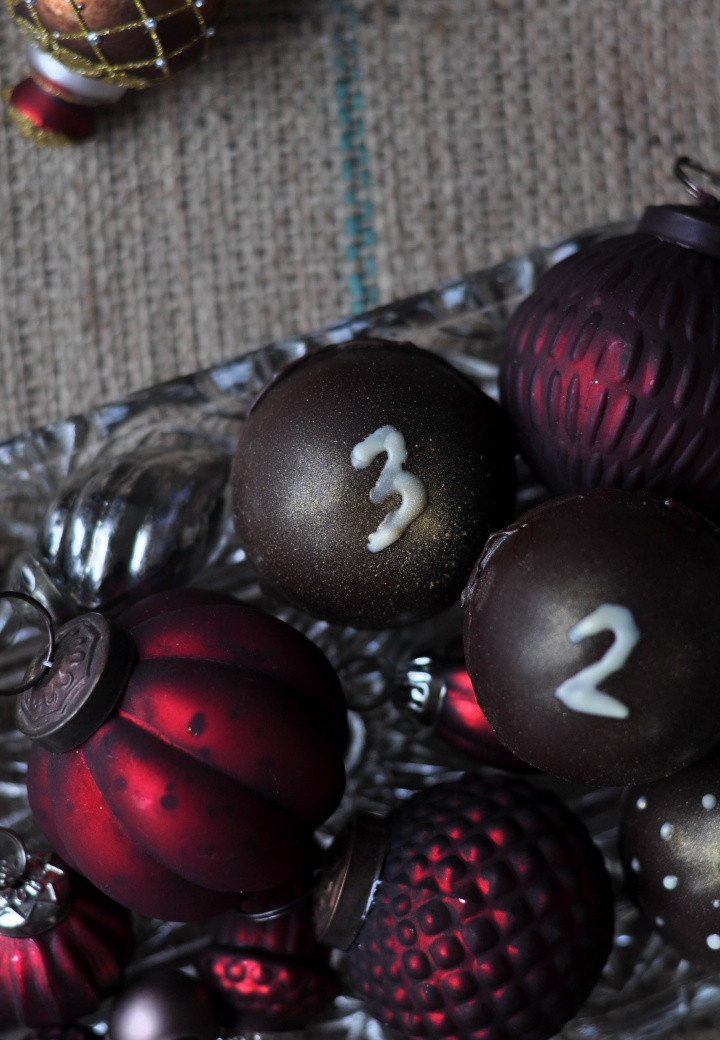 easy, gluten free DIY Chocolate Advent Calendar for adults and bigger kids