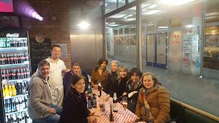 Familia y amigos celebrando la Inauguración de Clara Tengonoff.
