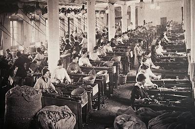 Operarias de la antigua fábrica de tapones de Jimena