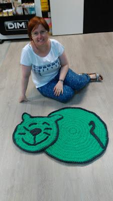 alfombra de trapillo a crochet gato