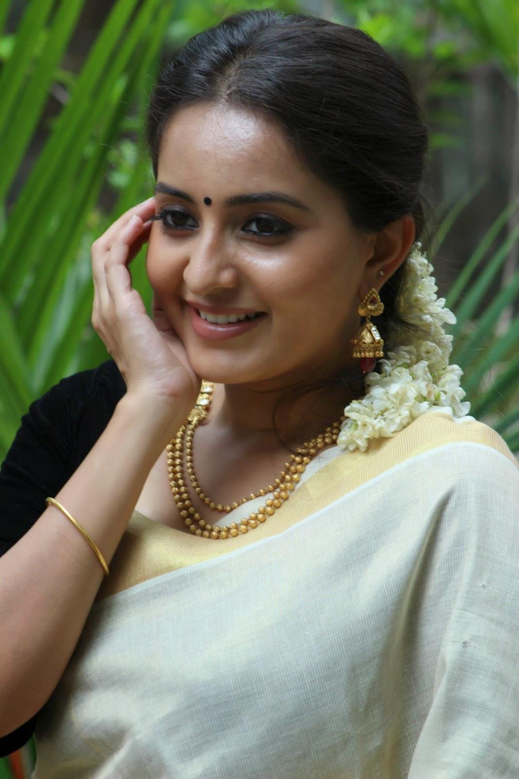 100 degree celsius malayalam movie shwetha menon gets a blackmail call - 5 5