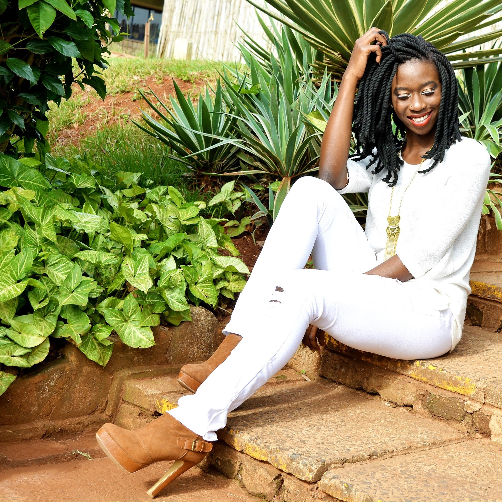 yarn braids, how to style yarn braids, white on white outfit, distressed jeans, african fashion blogger, kenyan fashion blogger. style with ezil, ezil, what to wear, what to wear kenya, our style kenya