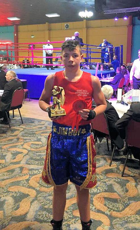 Shiv Naresh Teens Boxing Gloves 12oz: BILLERICAY AND WICKFORD BOXING CLUB: Jim Head