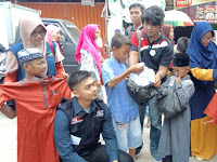 Hadiahi Baju Lebaran Untuk Anak Pesisir Kampung Rawa Laut