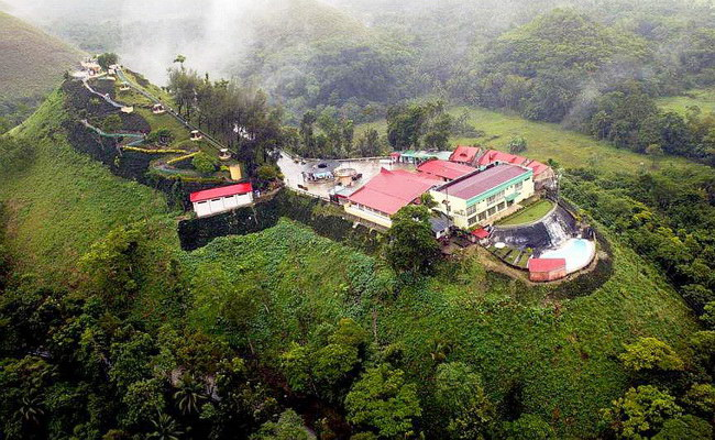Xvlor.com Chocolate Hills consists more than 1268 symmetrical mounds on Bohol Island