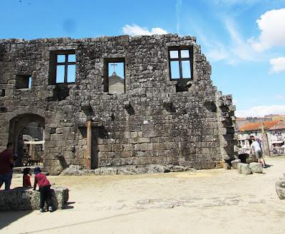 ruínas do Paços dos Condes de Barcelos