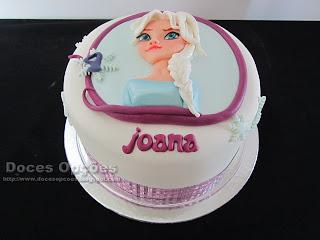 Bolo de aniversário com a princesa Elsa