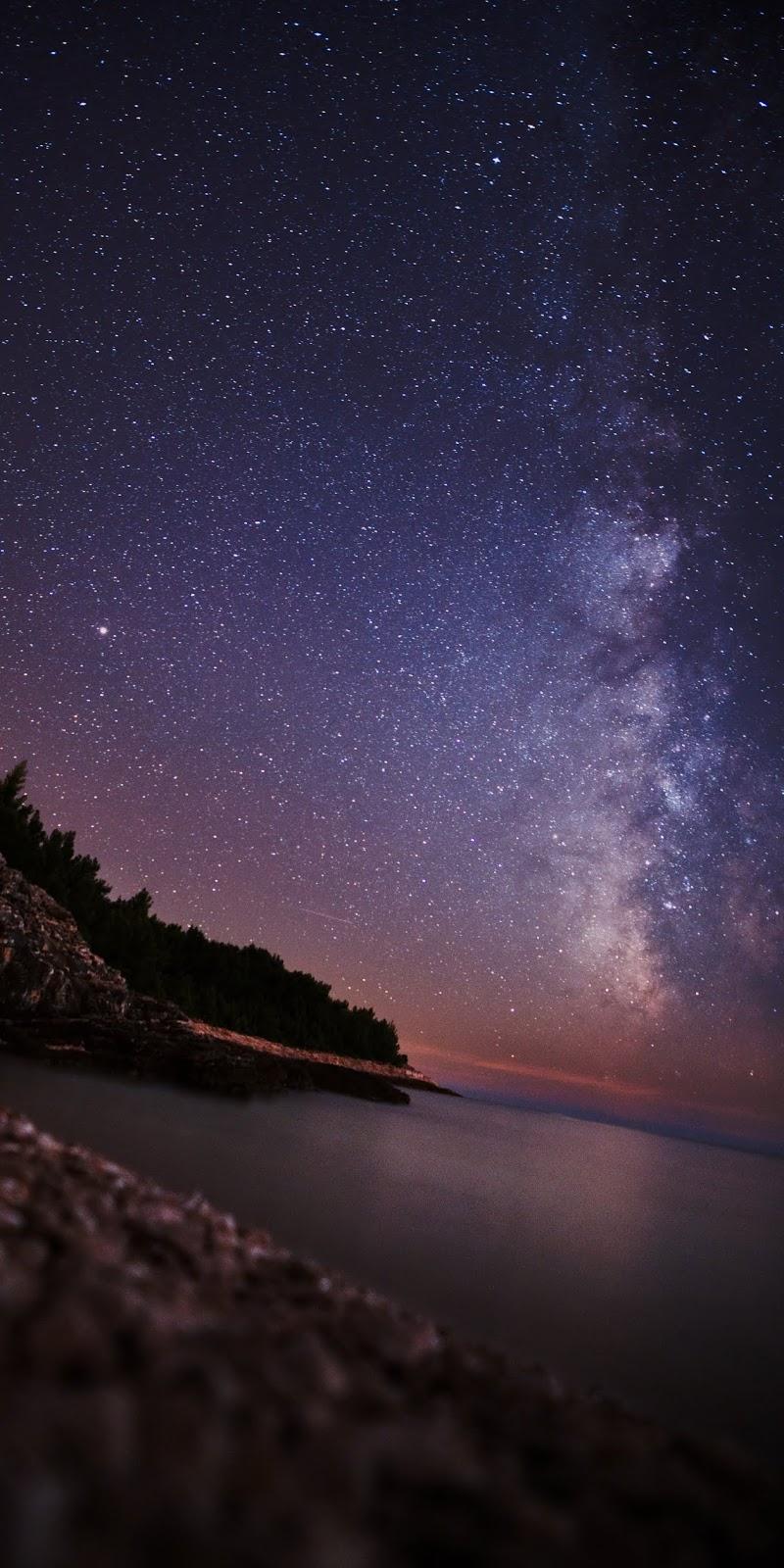 Biển giữa đêm đầy sao