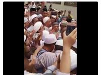 Benarkah Habib Riziq Yang Memimpin Doa Pemakaman Mbah Moen