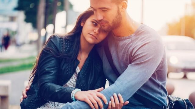 7 علامات تشير إلى أنّ شريكك ماهر عاطفياً