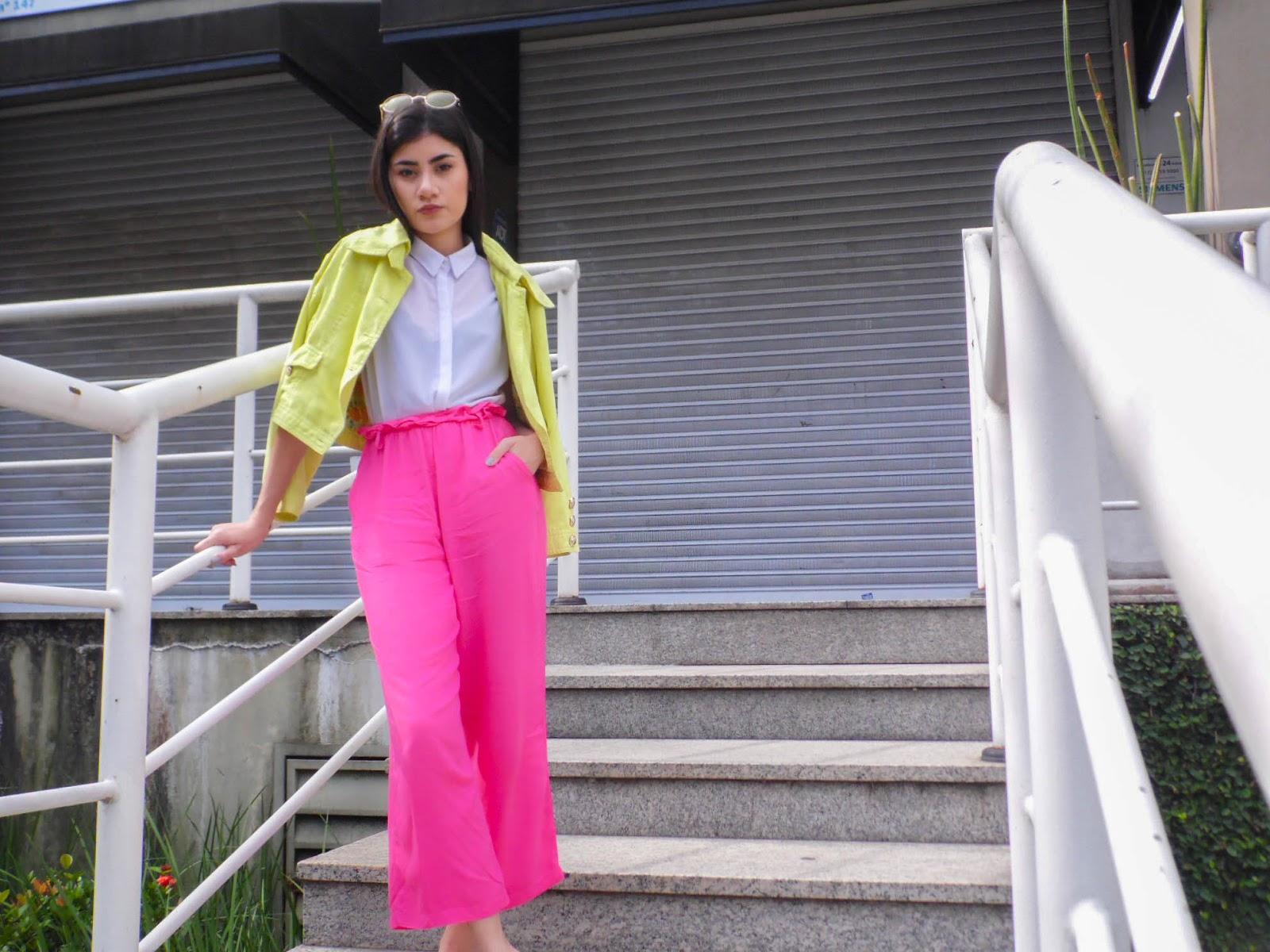 Jaqueta Amarela Neon e Pantacourt Rosa