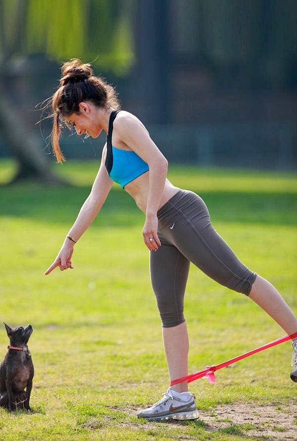 wowhollywood nfl cheerleader sarah shahi out and workout