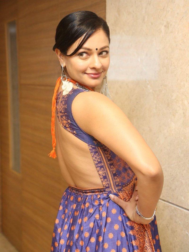Pooja Kumar Latest Hot & Stylish Photo Stills