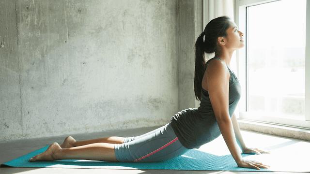 Tập Yoga tại nhà mỗi ngày giúp giảm hẳn những triệu chứng tê bì chân tay gây ra